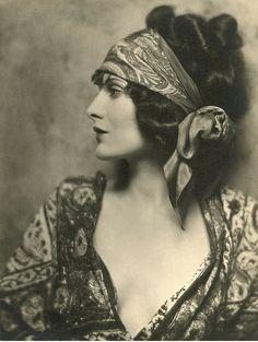 1920s beauty.