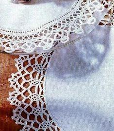 Lavori con l'uncinetto: Centrini di stoffa con bordo all'uncinetto
