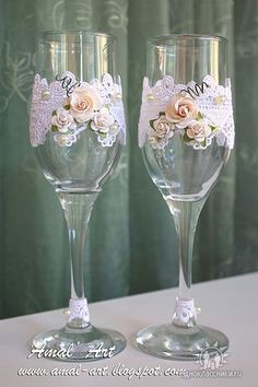 Decorative Bottles :     .    -Read More – Bridal Glasses, Wedding Wine Glasses, Wedding Champagne Flutes, Decorated Wine Glasses, Painted Wine Glasses, Bottles And Jars, Glass Bottles, Bride And Groom Glasses, Wine Glass Crafts
