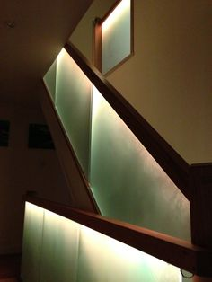 Glass stairs with led lights - In our article today we have prepared some ideas of indoor. Or even outdoor stairs illuminated with LED light Entry Lighting, Stair Lighting, U Shaped Stairs, Bubble Chandelier, Glass Stairs, Outdoor Stairs, Glass Balustrade, Modern Shower, Leaded Glass