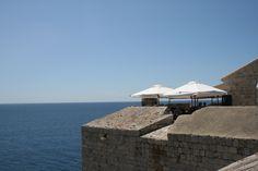 Kahvila henkeäsalpaavilla maisemilla. A cafe with breathtaking view. #Dubrovnik