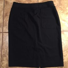 "Daisy Fuentes Black Skirt Sz 6 Great office skirt by Daisy Fuentes. Deep front pockets. Fully lined. Back slit and zipper. 23"" length. Polyester rayon and spandex fabric. Daisy Fuentes Skirts Midi"