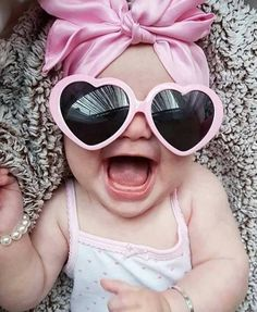 6 Childhood Milestones You Definitely Won't Miss Once They're Over - babybilder - # 6 Month Baby Picture Ideas, Cute Baby Girl Pictures, Baby Girl Photos, Beautiful Children, Beautiful Babies, Baby Girl Photography, Foto Baby, Funny Babies, Adorable Babies