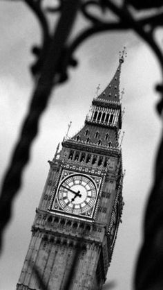 Stunning Black and White Big Ben of London iPhone Wallpaper ...