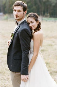 Super Wedding Photos Farm Couple 31 Ideas - August 31 2019 at Wedding Couple Poses, Couple Posing, Wedding Couples, Posing Couples, Couple Portraits, Wedding Photography Poses, Couple Photography, Wedding Portraits, Creative Photography