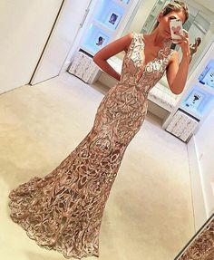 """Find and save images from the """"Dresses"""" collection by Raquel Silveira on We Heart It, your everyday app to get lost in what you love. Casual Formal Dresses, Elegant Dresses, Pretty Dresses, Beautiful Dresses, Matric Dance Dresses, Prom Dresses, Dress Outfits, Fashion Dresses, Dream Dress"""
