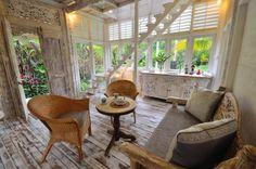 Bali Tiny House: White Elephant Villa lounge