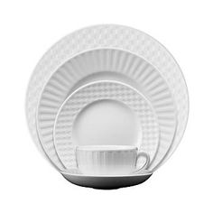 Create a casual dinnerware setting your guests will love with Wedgwood. With sharing platters and plates, serving dishes and accessories,, Wedgwood can make your dining table a place to create memories.