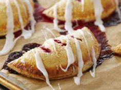 EMPANADAS de frambuesas -Chff. Anna Olson - Prog. El gourmet. http://elgourmet.com/receta/empanadas-de-frambuesas