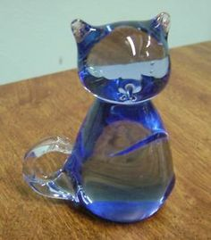 VINTAGE BLUE ART GLASS CAT FIGURINE/ PAPERWEIGHT!
