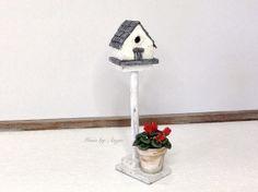 Garden birdhouse on stand. Dollhouse miniature. by MinisbyAngie, €36.00