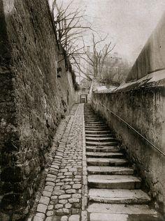 """Eugène Atget - Passage des Eaux, 9 rue Raynouard à Passy"""", Paris, 1901 Eugene Atget, Old Paris, Vintage Paris, Street Photography, Art Photography, Berenice Abbott, Paris Ville, French Photographers, Documentary Photography"""