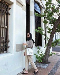 Simple Hijab, Casual Hijab Outfit, Ootd Hijab, Hijab Chic, Casual Outfits, Fashion Outfits, Ootd Poses, Hijab Fashion Inspiration, Girl Photo Poses