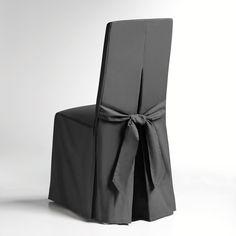 Características da capa para cadeira:- Confecionada numa bonito tecido pré-lavado puro algodão (220 g/m²), pesado e resistente. apresentado em cores modernas.- Acabamento cuidado: 2 plis creux devant, pli creux et nœud au dos- Assurance couleurs : excelente qualidade das cores à luz e às lavagens (40°).Dimensões da capa para cadeira:- Encosto: altura total 55 cm, espessura 5 cm, largura 37 cm.- Assento: largura 37 a 45 cm x profundidade 40 cm.- Saia: altura 45 cm.Em lotes de 2 da mesma c... Slip Covered Dining Chairs, Wedding Jitters, Luxury Home Furniture, Wedding Chairs, Slipcovers For Chairs, Chair Covers, Dresses For Work, House Design, Interior Design