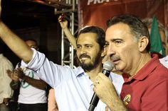 Artur Bruno defende o projeto do PT com Elmano à frente da Prefeitura de Fortaleza em comício na Serrinha. #Elmano13doPT