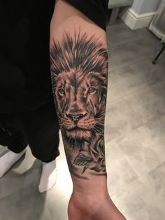 Tattoo lion avant bras homme