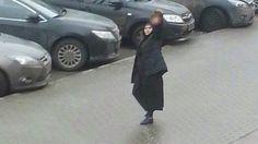 O EMPENHO: Babá é presa na Rússia ao carregar a cabeça de cri...