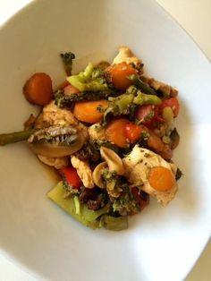 Wok de pollo especiado con verduras y jengibre Snacks Saludables, Cobb Salad, Potato Salad, Tapas, Beef, Chicken, Ethnic Recipes, Irene, Food