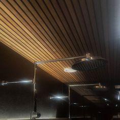 Upea rimakatto saa vielä entistäkin ylellisemmän lisäsäväyksen epäsuoran valaistuksen ansiosta. #karavasauna #karava #oras #pukkila #laurintalot #alvardag #mtv3