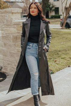 Black Leather Jacket Outfit, Long Coat Outfit, Trench Coat Outfit, Long Leather Coat, Trench Coat Style, Leather Outfits, Faux Leather Dress, Maxi Coat, Suede Trench Coat