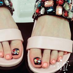 . #쥬얼샌들 과 세트로 맞춘 #쥬얼패디 #마르니네일 #마르니 #쥬얼리 #패디큐어 #네일 #네일아트 #네일스타그램 #젤네일 #센스홍 #marni #nail #nails #nailgram #nailart #jelnail #pedi #fashion #style Chic Nail Art, Chic Nails, Pedicure Designs, Toe Nail Designs, Manicure Y Pedicure, Mani Pedi, Feet Nails, My Nails, Feet Nail Design