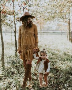 mommy daughter // maternity style - The latest in Bohemian Fashion! These literally go viral! Mother Daughter Photos, Mother Daughter Photography, Mother Daughters, Daddy Daughter, Mother Daughter Pics, Leggins Casual, Boho Chic, Bohemian Style, Bohemian Outfit