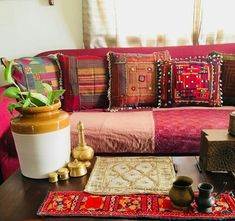 Interior Design Tips Perfect For Any Home Bohemian Living Rooms, Home Living Room, Living Room Designs, India Home Decor, Indian Room, Indian Homes, Glam Room, Interior Design Tips, Dream Decor