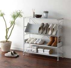 For shoes and slippers. Muji Furniture, Muji Storage, Muji Home, Wallpaper Furniture, Apartment Interior Design, Interior Design Inspiration, Home Organization, Home And Living, Slippers