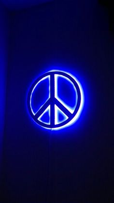 Peace sign backlit with blue led Hippie Peace, Happy Hippie, Hippie Love, Hippie Art, World Peace, Peace Of Mind, Peace And Love, Perfect Peace, Peace Sign Art