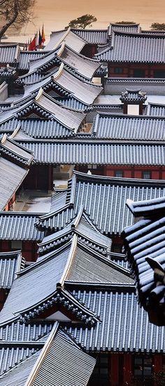 Roofs of Korean traditional houses - Hanoks. Asian Architecture, Ancient Architecture, Landscape Architecture, Interior Architecture, Futuristic Architecture, Korean Traditional, Traditional House, Chinese Element, Art Asiatique