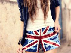 Union Jack sequined shorts Hipster Outfits, Grunge Outfits, Fashion Outfits, Fashion Ideas, Fashion Inspiration, Tumblr Fashion, Hipster Fashion, What To Wear Today, How To Wear