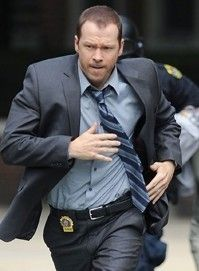 Donnie Wahlberg as Det. Danny Reagan on Blue Bloods. I don't think there's ever an episode where he isn't running after someone. Should wear a track suit instead of a suit. Donnie Wahlberg, Best Tv Shows, Favorite Tv Shows, Favorite Things, Blue Templar, Blue Bloods Tv Show, Jennifer Esposito, The Man Show, Nypd Blue
