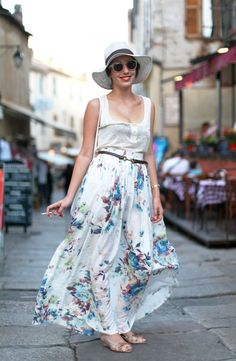 Love the long skirt and belt, I might get a more vibrant/less revealing top Next Ladies Fashion, I Love Fashion, Paris Fashion, Fashion Show, Female Fashion, Calvi Corsica, Pretty Outfits, Cute Outfits, Moda Floral