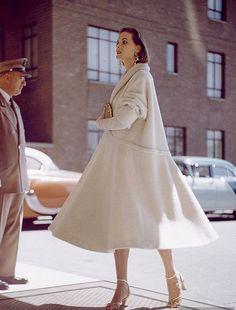 Ciao Bellísima - Vintage Glam; Photo by Nina Leen, 1954!