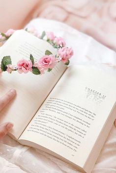 Pin by michaela on things that i like Belle Aesthetic, Crown Aesthetic, Princess Aesthetic, Book Aesthetic, Aesthetic Grunge, Aesthetic Vintage, Aesthetic Pictures, Spring Aesthetic, Aesthetic Stickers