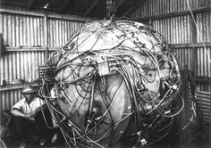 Exposed wiring of The Gadget, the nuclear device which exploded as part of Trinity, the first nuclear weapons test of an atomic bomb. At the time of this photo, the device was being prepared for its detonation, which took place on July 1945 Nuclear Bomb Test, First Atomic Bomb, Nuclear War, Bomba Nuclear, Akira, Robert Oppenheimer, Manhattan Project, E Mc2, Poster