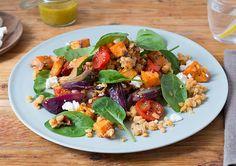 Lauwarmer Linsen-Süßkartoffel-Salat mit zweierlei Tomaten und Feta