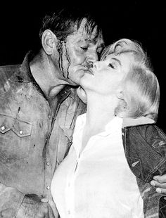 """Marilyn Monroe and Clark Gable on the set of""""The Misfits"""", 1960."""