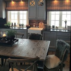 Me gusta, 30 Comentarios - Chris . Cabin Homes, Log Homes, Comedor Office, Style At Home, Cocina Office, Cabin Kitchens, Cabin Interiors, Interior Decorating, Interior Design