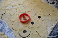 Fursecuri fragede cu unt 3 2 1 | Savori Urbane Unt, Pastry Cake, Cookie Recipes, Biscuits, Deserts, Sweets, Cookies, Activities, Food