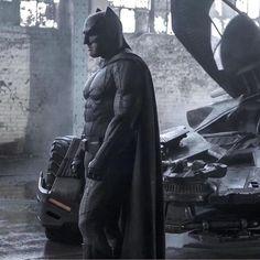 Awesome New Image Of Ben Affleck Suited Up As 'Batman' In BATMAN v SUPERMAN