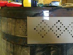 Light Up Whiskey Barrel - Wilker Do's Wine Barrel Furniture, Diy Pallet Furniture, Wine Barrel Crafts, Barrel Projects, Kitchen Lighting Design, Reclaimed Wood Projects, Porch Lighting, Crafty Projects, Porch Decorating