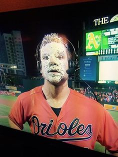 Chris Davis 2 home runs, game winner in 9th and pie