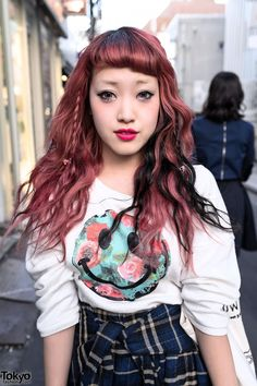 Cocomi is a Japanese fashion blogger who also works at the VlliVlli boutique in LaForet Harajuku.  Red & Black Streaked Harajuku Hair