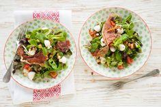 2 april - Jonge bladsla in de bonus - Met parmaham, mozzarella en trostomaten - Recept - Allerhande