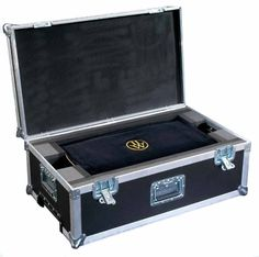 Your Luxury Poker Box arrives ensconced in a handmade velvet protector and sits snugly in its own 007 protective case