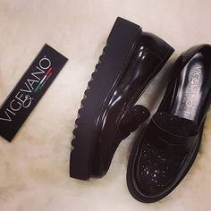 Black look!! #vigevanoshoes #calzaturevigevano #vigevano #shoes #winter #wintercollection #autumnwinter #cool #fashion #f #fashionshoes #glitter #black #blackshoes #tagsforlikes #madeinitaly #scatti_italiani #promote #tagsforlikes #tag #follow #italianproduct #italianbrand #girl #best #quality #beautiful