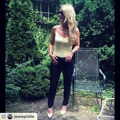 @jessiepickle is so chic in our Audrey Ankle Jeans  #fashionistafriday #beijaflorjeans #ilovethesejeans #ootd #fashionfriday