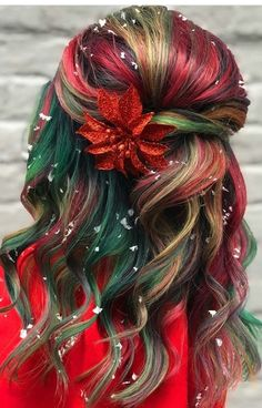 32 Easy Ways To Style Christmas Hair Ideas For Girls And Women 2019 – Page 3 of 32 – Veguci Christmas HairHair TrendsChristmas Braided HairstylesHair Color StylesChristmas-Themed HairHoliday HairParty Hairstyles Pretty Hair Color, Hair Dye Colors, Christmas Hairstyles, Rainbow Hair, Crazy Hair, Green Hair, Gorgeous Hair, Trendy Hairstyles, Hair Trends