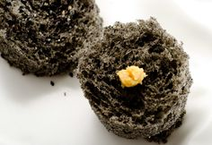 ******* Black Sesame Microwave Sponge Cake and Miso --- from molecular gastronomy chef, Ferran Adria. Tapas, Gourmet Recipes, Dessert Recipes, Cooking Recipes, Gourmet Foods, Sauce Recipes, Microwave Sponge Cake, Modern Food, Sponge Cake Recipes